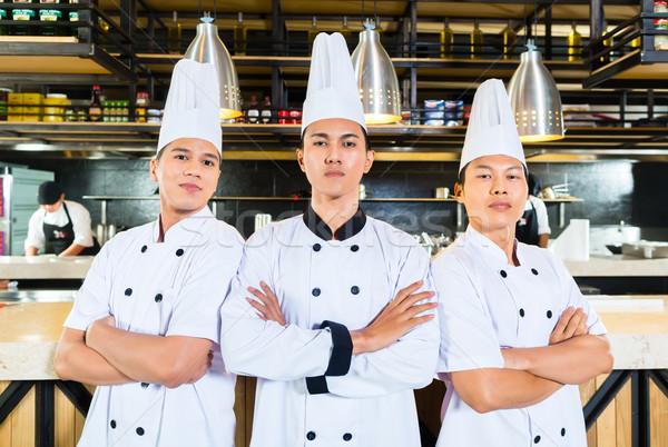 азиатских Повара приготовления ресторан молодые Постоянный Сток-фото © Kzenon