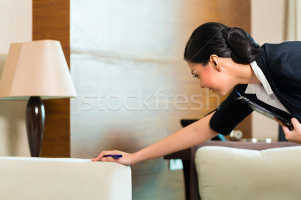 Asiático chinês governanta quarto de hotel gerente Foto stock © Kzenon