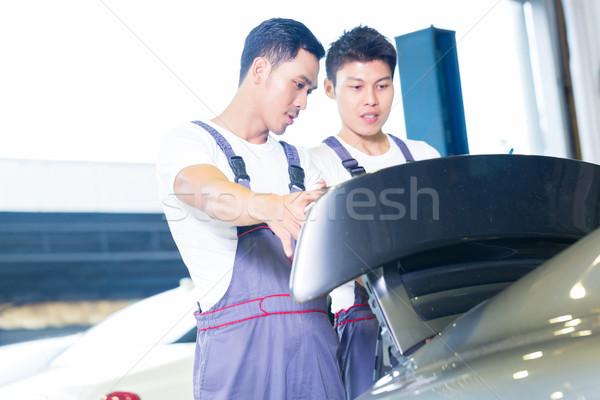 Autó mechanika néz sportautó ázsiai kínai Stock fotó © Kzenon