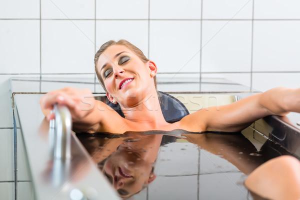 Senior mulher lama banho alternativa Foto stock © Kzenon