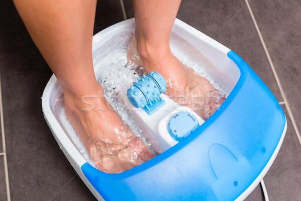 Piedi donna piedi bagno bagno piano Foto d'archivio © Kzenon