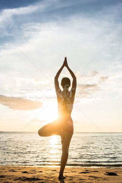 シルエット 女性 ツリー ヨガのポーズ ビーチ ストックフォト © Kzenon