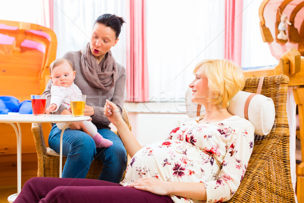 Mütter sprechen Schwangerschaft Übung glücklich Baby Stock foto © Kzenon