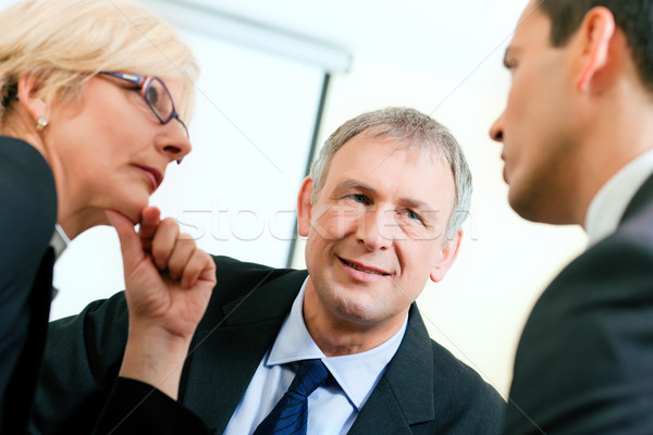 Equipe de negócios discutir projeto empresa de pequeno porte equipe escritório Foto stock © Kzenon