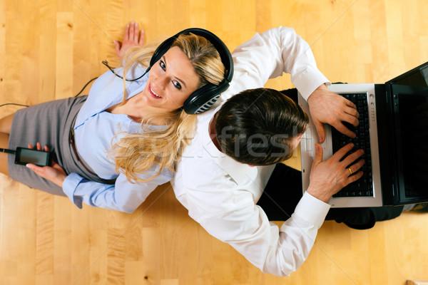 Ev oturma zemin çalışma Internet Stok fotoğraf © Kzenon