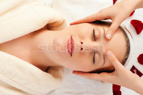 Visage massage spa belle femme réalisée Photo stock © Kzenon