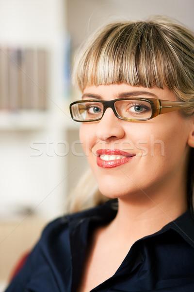 Donna scaffale ritratto occhiali seduta Foto d'archivio © Kzenon