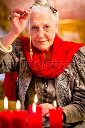 Bola de cristal femenino esotérico futuro mirando mujer Foto stock © Kzenon