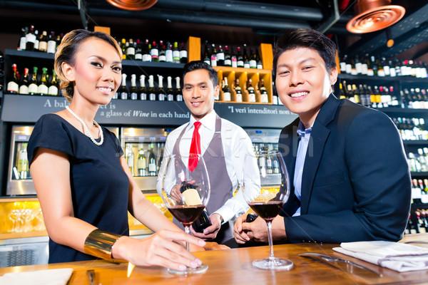 азиатских пару дегустация Бар вино Сток-фото © Kzenon
