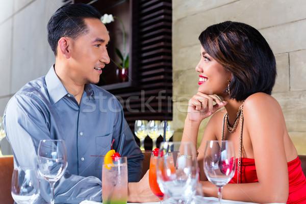 Asiático casal potável cocktails bar amor Foto stock © Kzenon