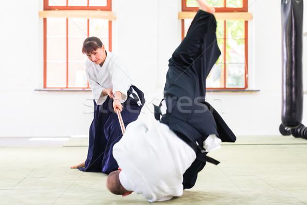 Man vrouw aikido stick strijd vechten Stockfoto © Kzenon