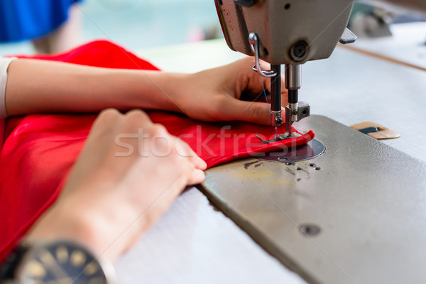 подробность женщину швейные машины Кнопки рук красный Сток-фото © Kzenon