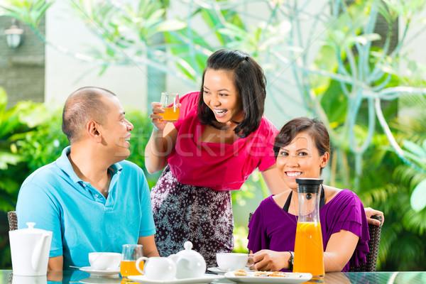 азиатских друзей кофе домой крыльцо тропические Сток-фото © Kzenon