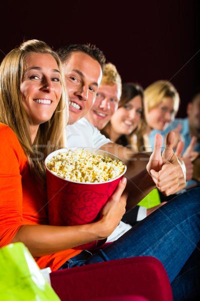 Persone vedere film cinema divertimento sorriso Foto d'archivio © Kzenon