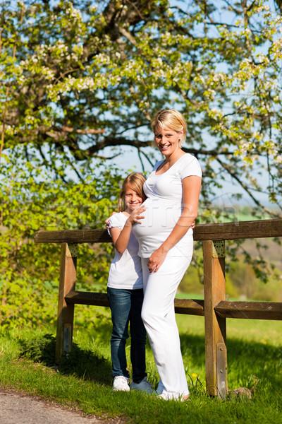 Ciąży dziewczyna dotknąć brzuch ciąży matka Zdjęcia stock © Kzenon