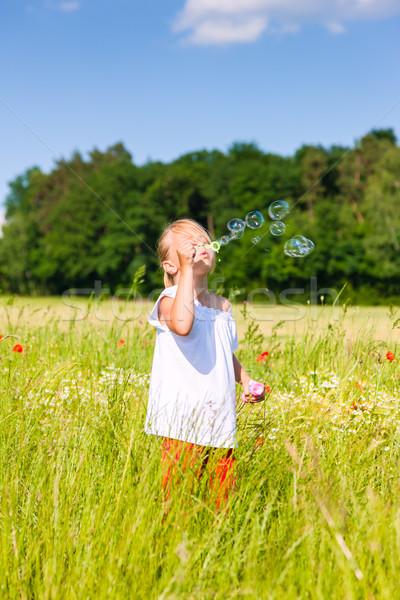 Fille bulles de savon petite fille domaine Photo stock © Kzenon