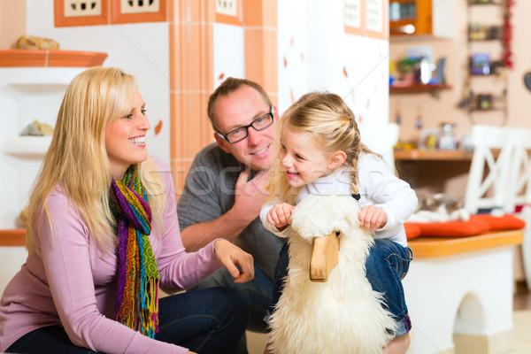 Rodziny biegun konia rodziców córka gry Zdjęcia stock © Kzenon