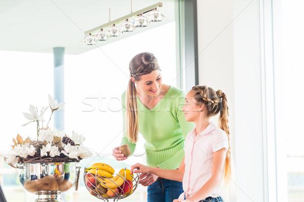 семьи еды свежие плодов Здоровый образ жизни матери Сток-фото © Kzenon