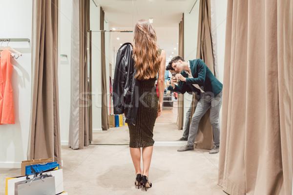 Adam fotoğraf eş yeni elbise Stok fotoğraf © Kzenon