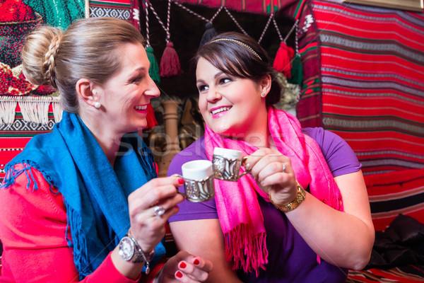 Mulheres café potável café expresso café melhor amigo Foto stock © Kzenon