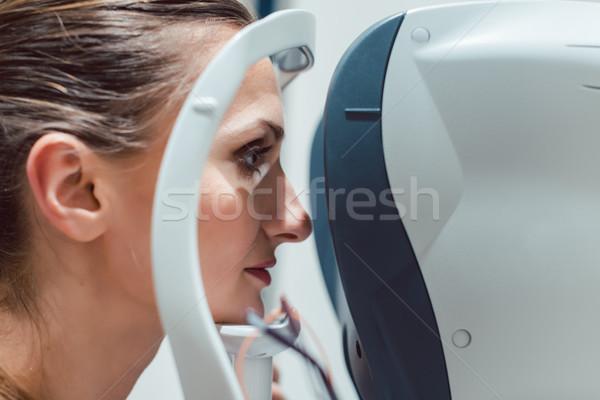 Stok fotoğraf: Kadın · test · modern · bakıyor · gözler