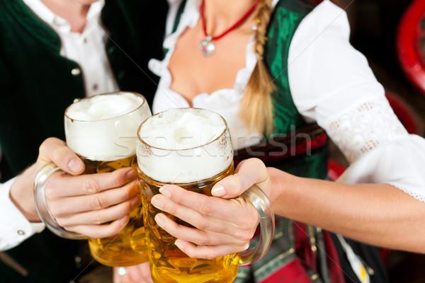 Casal potável cerveja cervejaria homem Foto stock © Kzenon