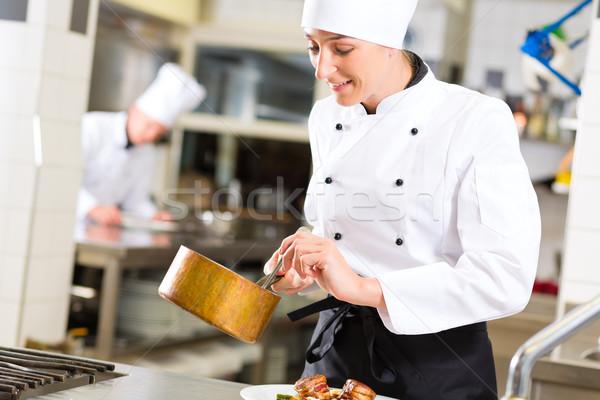 Zdjęcia stock: Kobiet · kucharz · restauracji · kuchnia · gotowania · hotel
