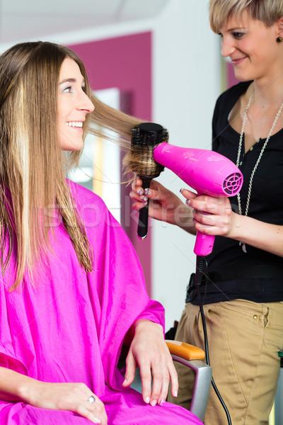 женщину парикмахер удар волос стилист клиентов Сток-фото © Kzenon