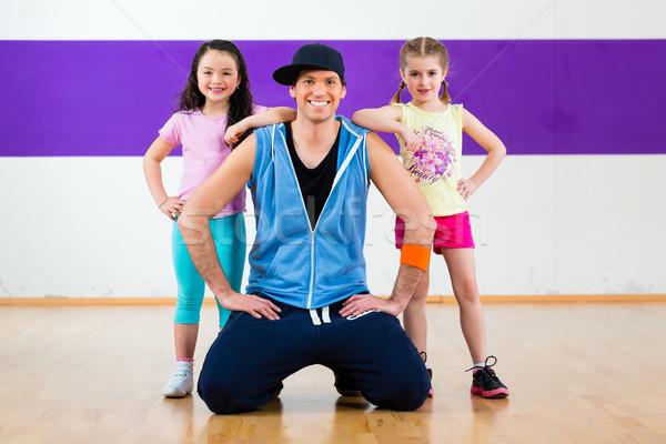 Dans öğretmen çocuklar zumba uygunluk sınıf Stok fotoğraf © Kzenon