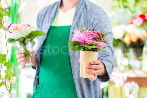 Bloemist werken pot planten jonge Stockfoto © Kzenon