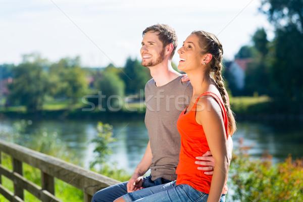 Paar vergadering rivieroever zomer donau ontspannen Stockfoto © Kzenon