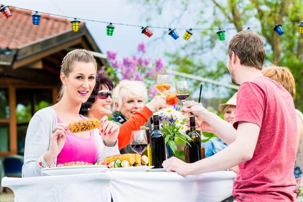 Photo stock: Femmes · hommes · célébrer · garden · party · manger · potable