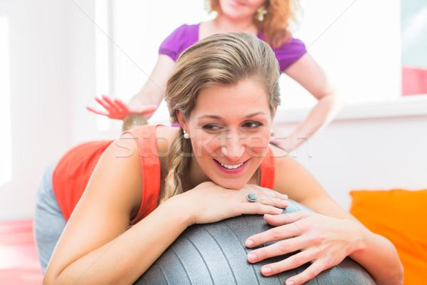 Incinta giovani donne massaggio palla abbigliamento sportivo focus Foto d'archivio © Kzenon