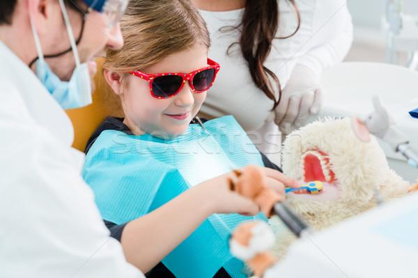 Gyermek fogorvosi rendelő néz fogak díszállat játék Stock fotó © Kzenon