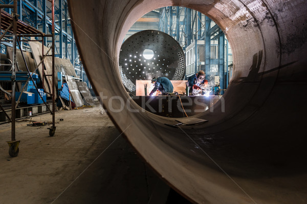 Dois trabalhadores soldagem fábrica fabrico interior Foto stock © Kzenon
