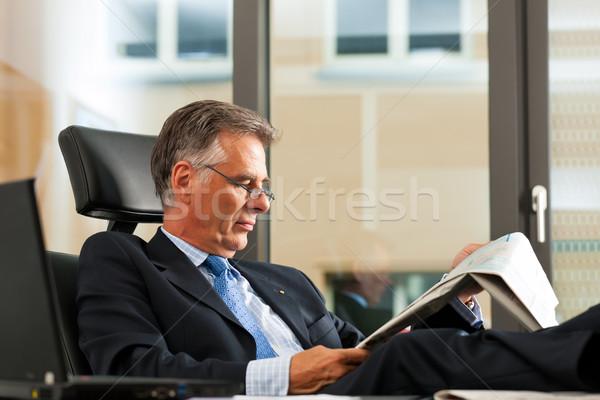 Photo stock: Patron · bureau · lecture · journal · affaires