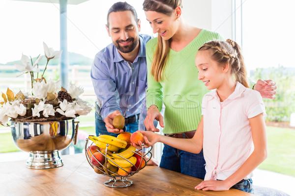 семьи еды свежие плодов Здоровый образ жизни кухне Сток-фото © Kzenon