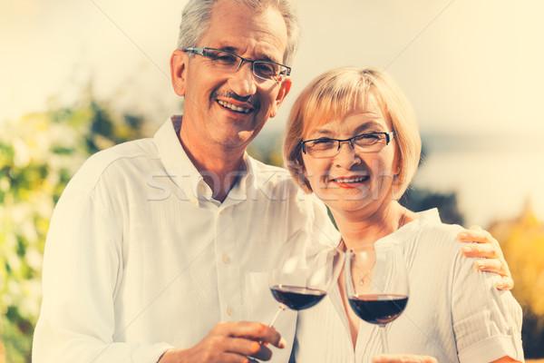 Stock fotó: Idős · pár · élvezi · vörösbor · kint · nő · férfi