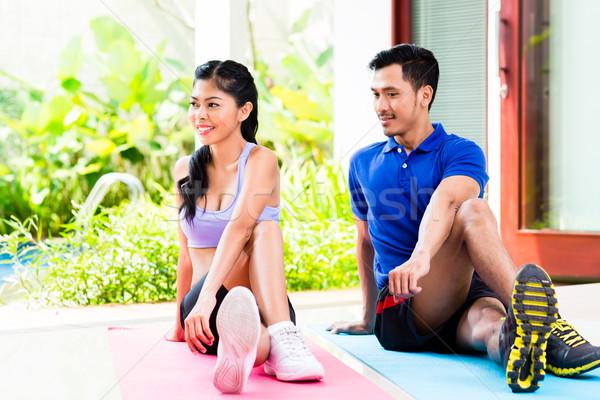 Asiático fitness casal estômago tropical casa Foto stock © Kzenon