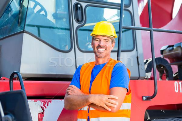 Guindaste operador em pé orgulhoso companhia homem Foto stock © Kzenon