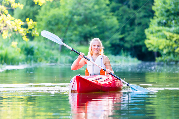 Vrouw rijden kajak bos rivier sport Stockfoto © Kzenon