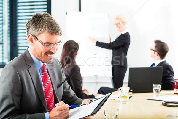 Affaires gens d'affaires équipe réunion présentation bureau Photo stock © Kzenon
