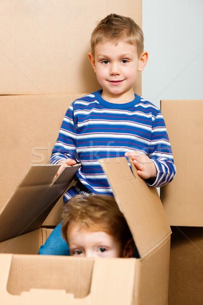 Család mozog új ház új otthon játszik doboz Stock fotó © Kzenon