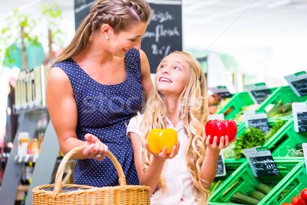 家族 野菜 食料品 ショッピング コーナー ショップ ストックフォト © Kzenon