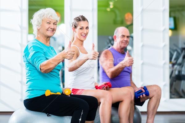 Treinador ginásio esportes barbell Foto stock © Kzenon
