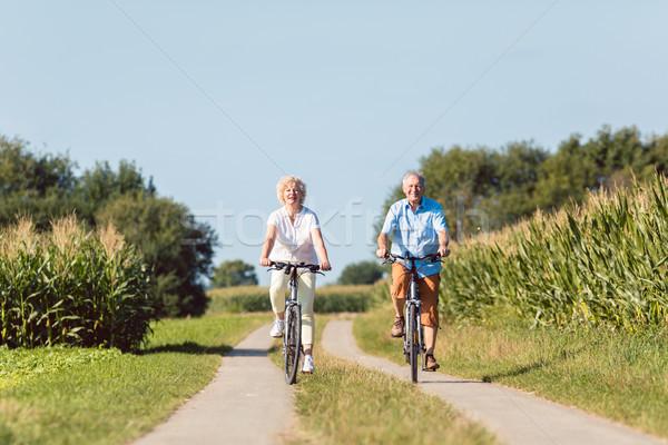 Starszy para patrząc naprzód jazda konna Zdjęcia stock © Kzenon