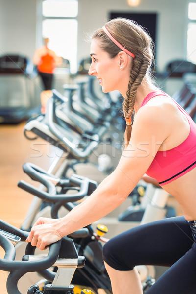 美しい フィット 女性 サイクリング トレーニング 燃焼 ストックフォト © Kzenon