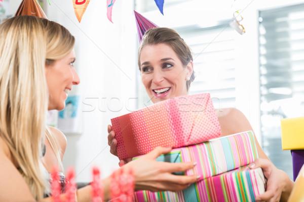 Stockfoto: Gelukkig · vrouw · vieren · verjaardag · volwassen