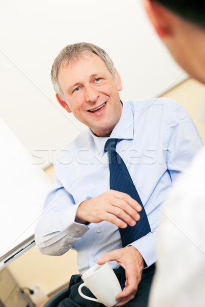 üzleti csapat megbeszél kellemes dolgok kettő üzletemberek Stock fotó © Kzenon