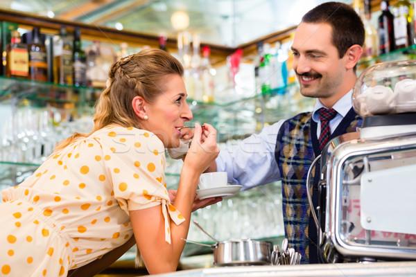 Lány kávézó kávézó flörtöl barista elfoglalt Stock fotó © Kzenon